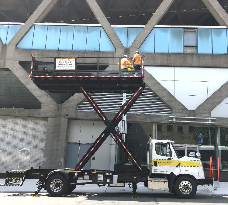 Rule #10 – Scissor Lift Truck Platform Controls Must Be Independent of Ground Crew